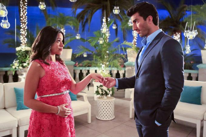 "Jane The Virgin -- ""Chapter Fifteen"" -- Image Number: JAV115a_0035.jpg -- Pictured (L-R): Gina Rodriguez as Jane and Justin Baldoni as Rafael -- Photo: Danny Feld/The CW -- © 2015 The CW Network, LLC. All rights reserved."