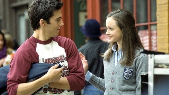 GILMORE GIRLS, Milo Ventimiglia, Alexis Bledel, 'Lorelai's Graduation Day', (Season 2), 2000-2007, photo: WB/Carol Kaelson, © Warner Bros./Everett Collection